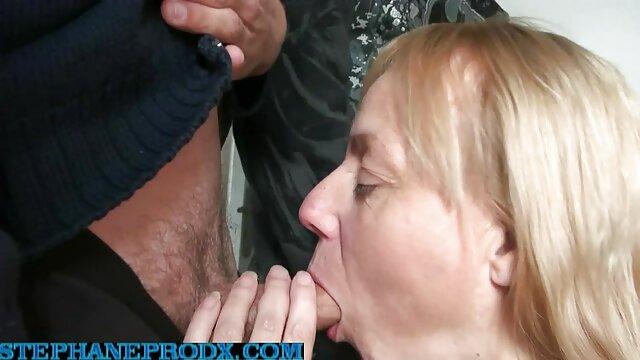 XXX tidak ada pendaftaran  Sedikit dikenal jari di pantat kecilnya bokep mom jepang hd